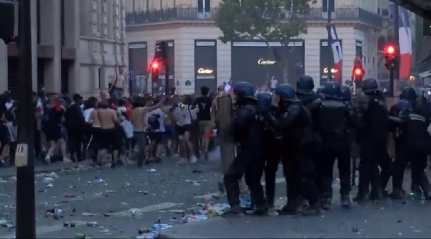 विश्वकप जितको उत्सव मनाउने क्रममा फ्रान्सका ठाँउ–ठाँउमा उत्साही समर्थकबाट तोडफोड (भिडियो)