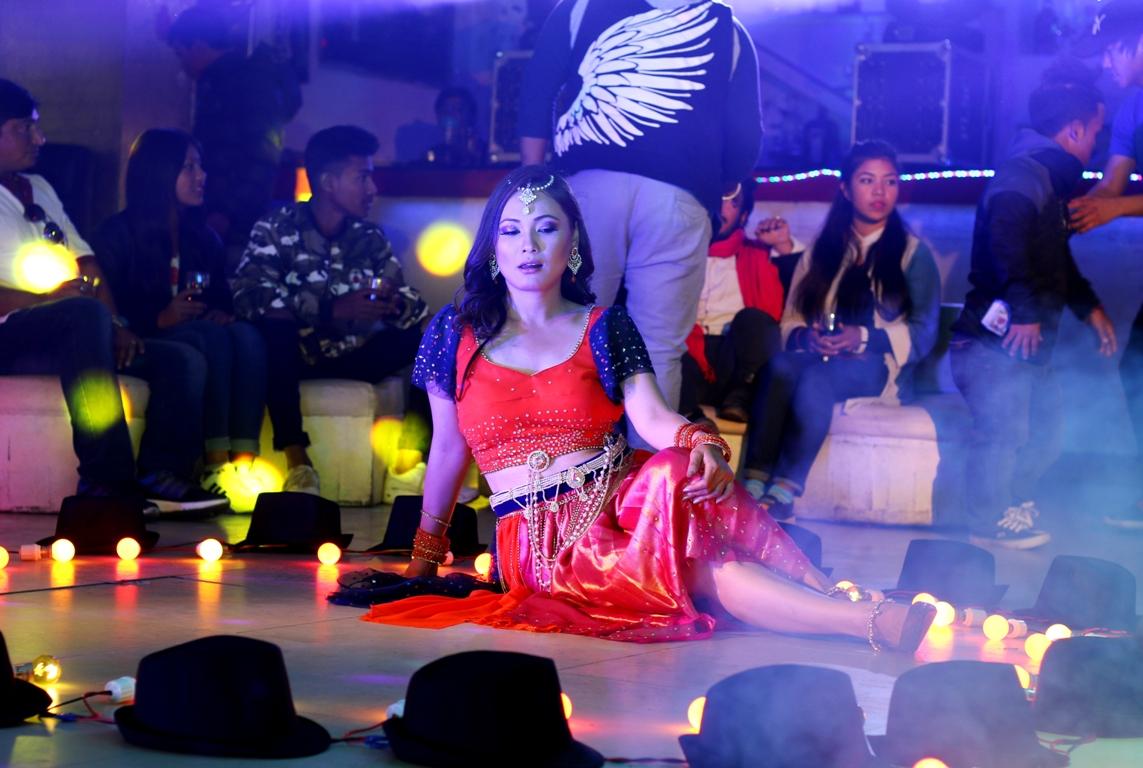 'मिस्टर भर्जिन'मा छुल्ठिमको आइटम डान्स