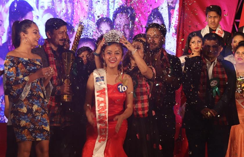 एउटै स्टेजमा तीन बिजेता: ओजस्वी, सन्ध्या र शुभेच्छाले चुमे ताज