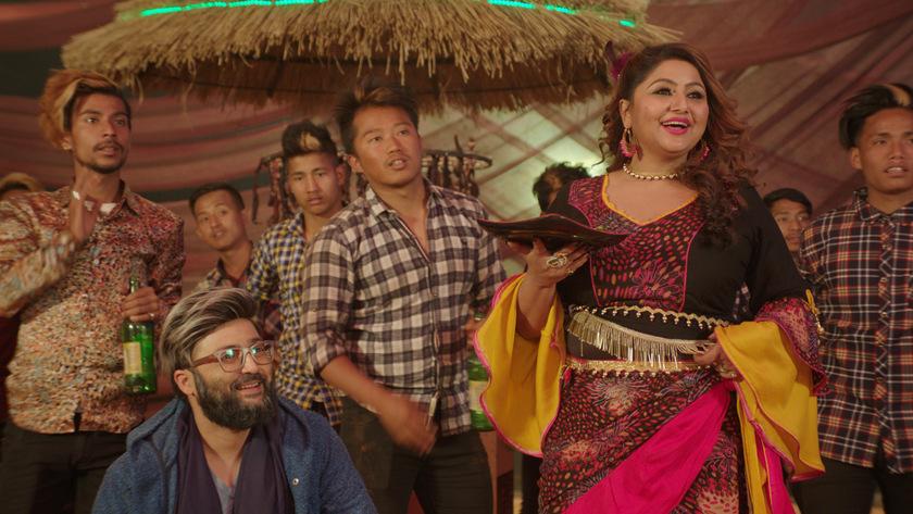 'आज नगद भोली उधारो' गीतमा दीपाश्रीको आइटम नृत्य